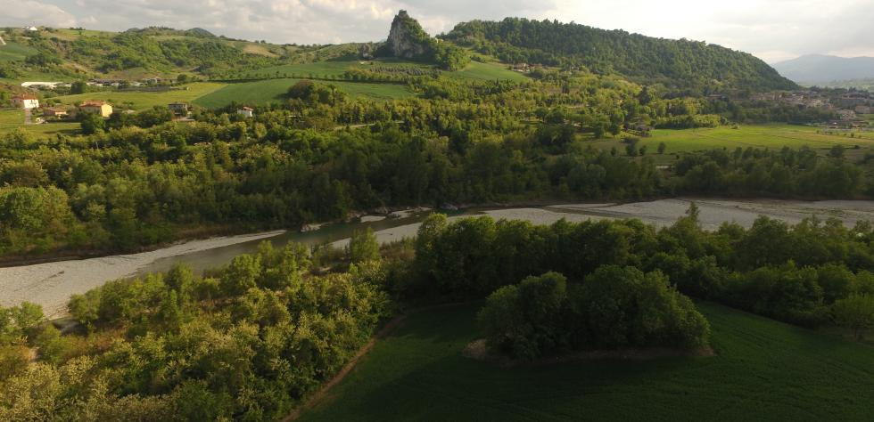 foto aerea del fiume Marecchia immerso nella sua Valle