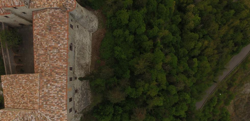fotografia nadirale del Castello di Montebbelo in Valmarecchia