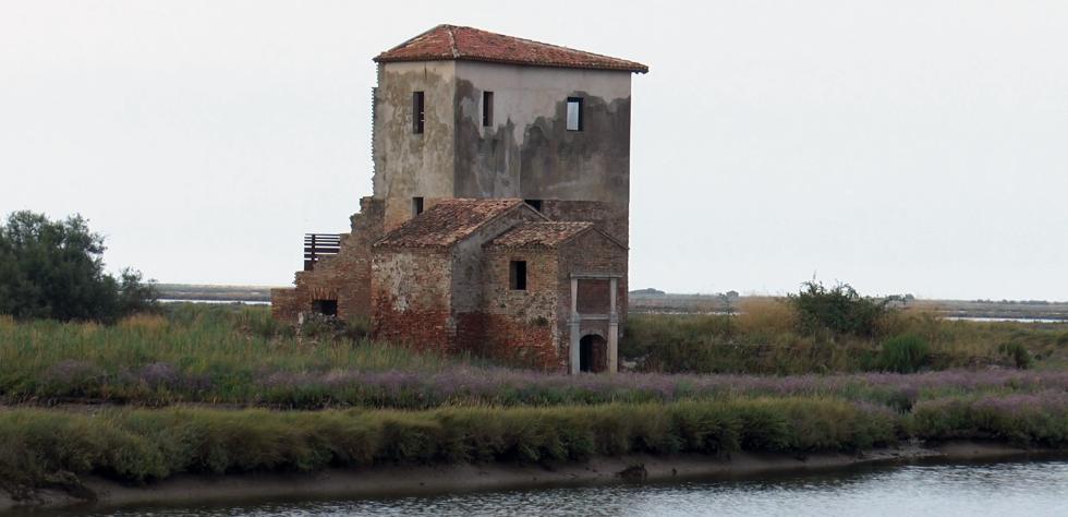 Torre Rossa delle Saline di Comacchio Parco del Delta del Po